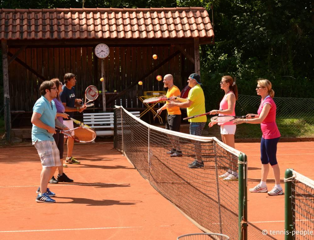 Mit Fast Learning einfach Tennis spielen und lernen